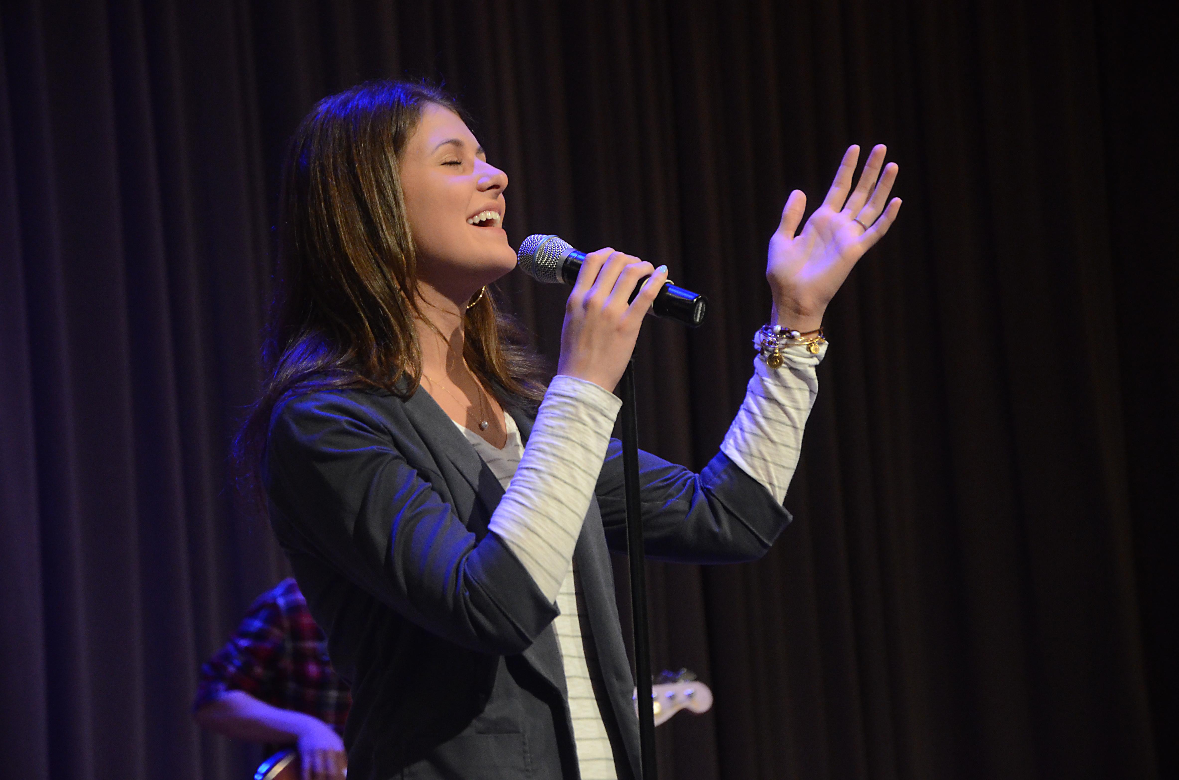Donna Mcdaniel Singer